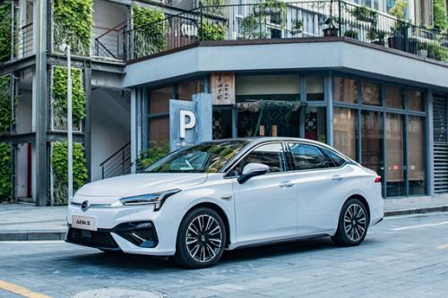 充電速度堪比加油!廣汽:石墨烯電池最快年底裝車量產