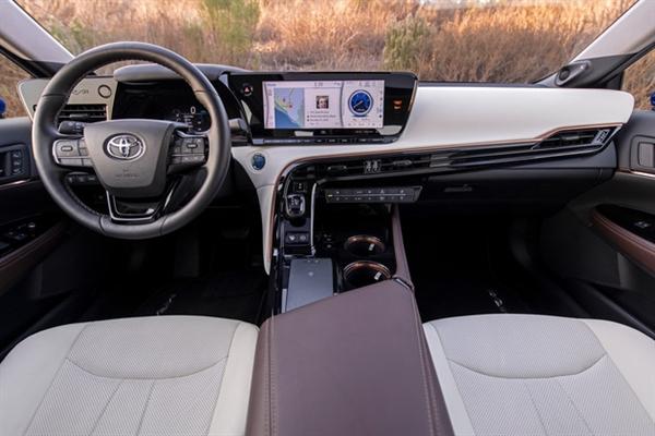 11斤氢气续航850公里!丰田Mirai美国上市 购车送10万元氢燃料
