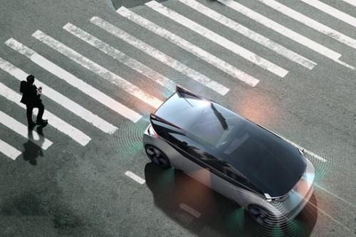 沃尔沃自动驾驶技术再升级 车辆通过灯光、声音与行人直接交流