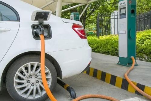 北京停車場服務新規7月實施 燃油車占充電樁可加價收費