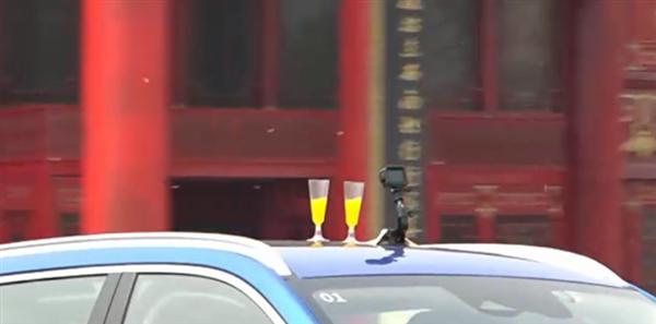 推背感擠爆氣球 車頂放果汁杯!長城檸檬混動DHT性能全球首測