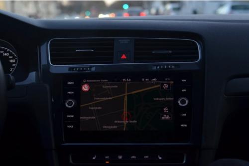 天平向Mini LED技術傾斜?超千萬級別的車載顯示市場被盯上了……
